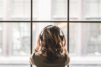 שדרגו את חוויית ההאזנה שלכם: סוגי אוזניות שכדאי להכיר